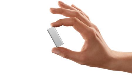 新iPod Shuffleは「しゃべる」VoiceOver機能を携えて登場。