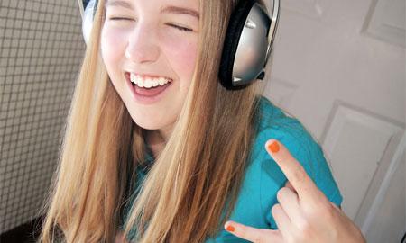 人前でカラオケが歌えない人が歌えるようになる3箇条とは?
