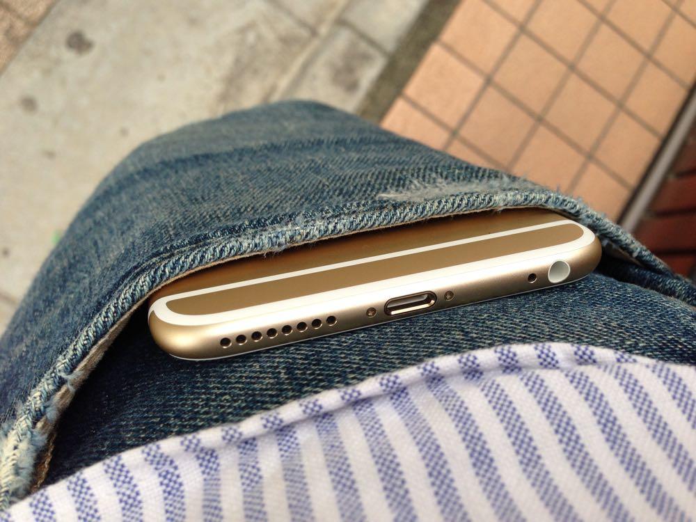 【朗報】iPhone 6 Plusはジーンズのポケットに入るぞ!