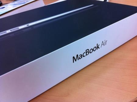 新型MacBook Air 11インチは旧型Airよりベンチマークは劣る。