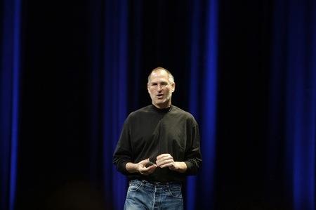 ジョブズ、iPhone 4の電波問題で回答。「ちょっと待ってて。」
