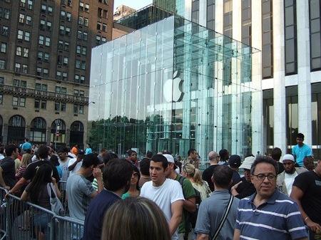 iPhone 4、予約開始一日目の米Apple Retail Store予約台数内訳。
