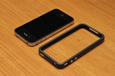 Apple、iPhone 4の電波問題を密かに修正か?