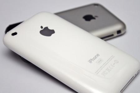 ジョブズ、iOS 4によるiPhone 3Gのレスポンスの改善を約束。