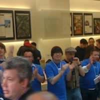 iPad発売に、Apple Store銀座店に1200人の行列が並ぶ。