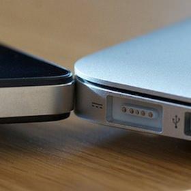 MacBookを閉じたまま、iPhoneを充電する方法。