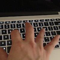 Macの画面が真っ暗になってしまったらPRAMクリアを行おう。