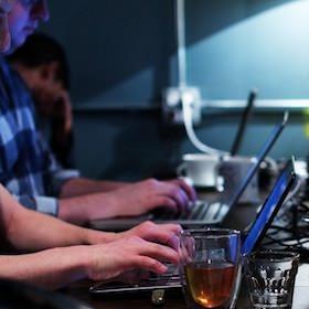 絶対にコーヒーを片手にMacBookで作業してはいけない