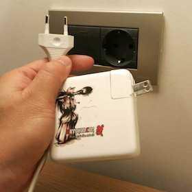 【スペイン】ピーンチ!MacBookが充電できん事件発生!ビルバオでコンセントに困ったら「Electricidad la Concepción」に行け!