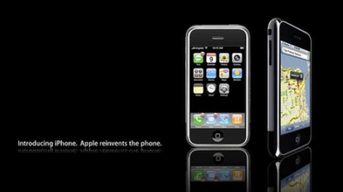iPhoneは「アイフォーン」と呼びますが、別にそういう風に書きませんよね(; ・`д・´)