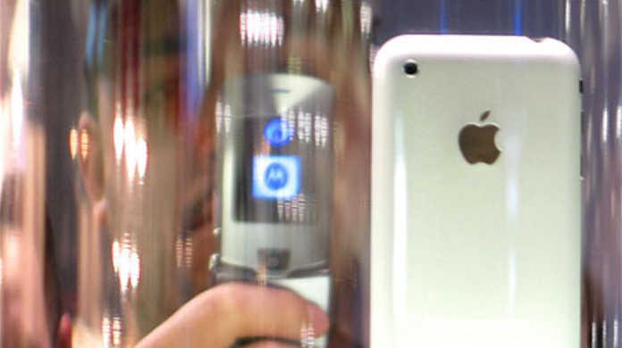 ニューヨークじゃすでにiPhone 3G購入のために行列ができてるそうです。