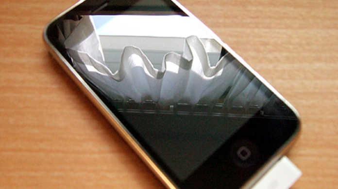 iPhoneの画面が映らなくなったら復元してみると治るそうですよー。