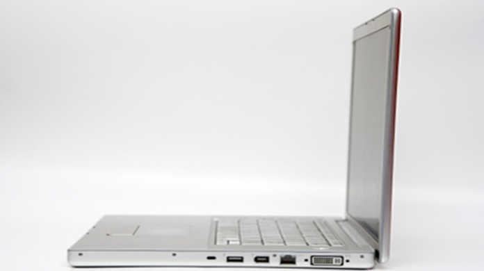 けいおん!の秋山澪が使っていたノートパソコンはMacBook White!?