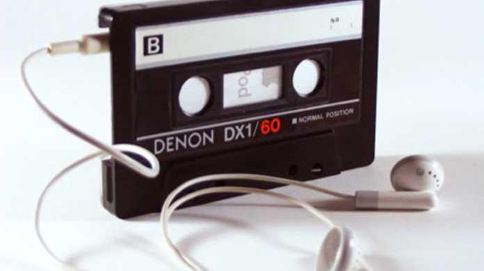 なんとカセットテープ型のiPod nanoケースが存在するっ・・・!