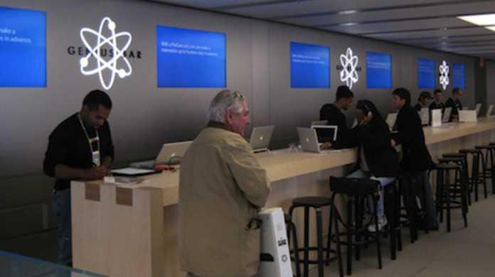 Apple Storeでは自然にクラックが入ってしまったiPhoneだったら無料で新品交換してくれるそうです。