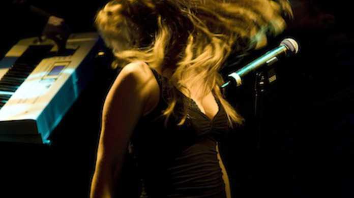 外国人アニソンシンガー「HIMEKA」が魂のルフラン等をカバーしたアルバム「アニソン 〜歌ってみた〜」 をリリース。