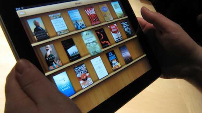 iPadの電子書籍リーダ「iBooks」には自動音声読み上げ機能がついている。