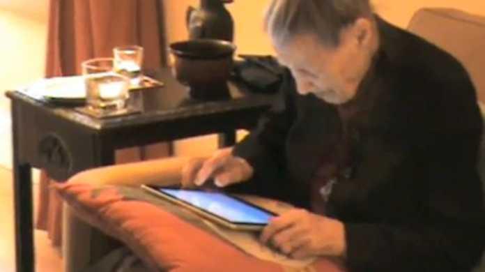100歳のおばあちゃんが初めて買ったコンピュータとは? それは iPad です。