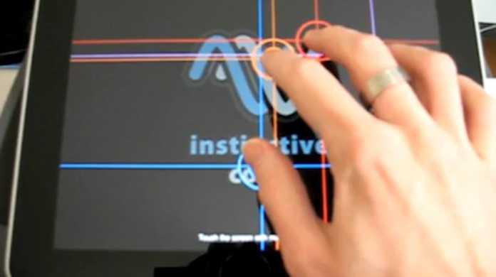 iPad は同時に11本のマルチタッチを認識可能。