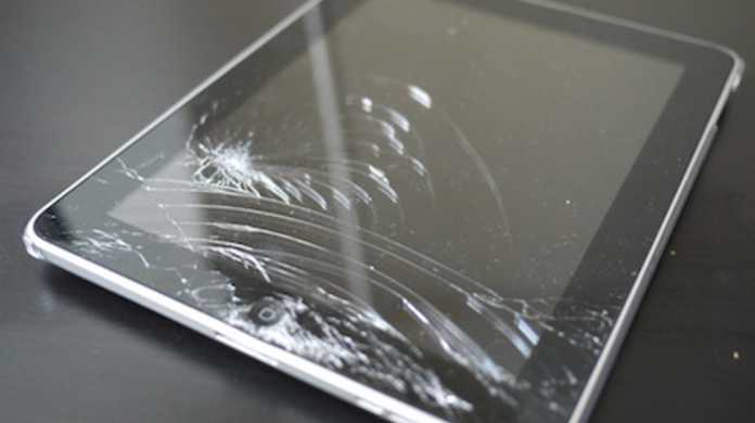 日本初!? iPadのガラスがバキバキに割れてしまった写真。