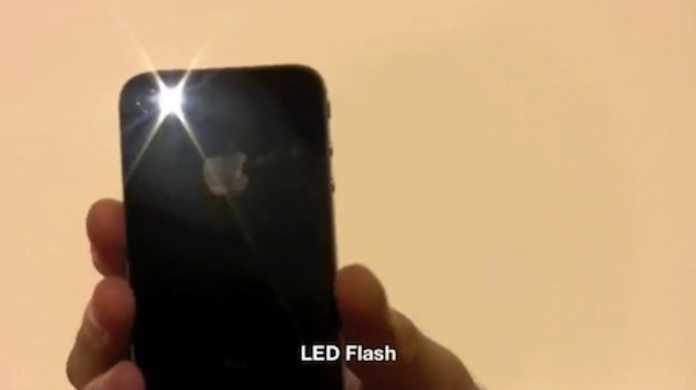 iPhone 4 のFaceTimeなど、主な機能がサクっと見れるビデオレビュー。