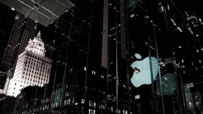 iPad 2を買うべく早くも並ぶ人があらわる。