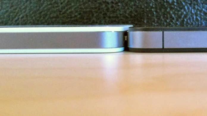 iPhone4ホワイトモデルは、ブラックモデルより0.2mm厚いらしい。
