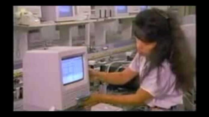 今から20年前のMacintosh工場が見学できるムービー。
