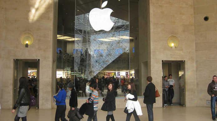 噂の2011年9月には、なんとiPhone 4S と iPhone 5 の2モデルが用意される!?