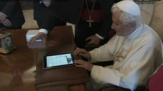 【動画】ローマ法王、iPadからツイートす。