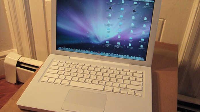 なんと水樹奈々も御用達の白いMacBookが販売終了。