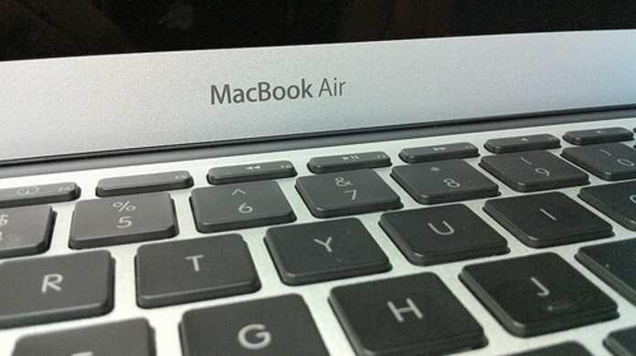 MacBook Airの新旧対決。やはり比較すると Mid 2011 は Late 2010 より2倍速い。