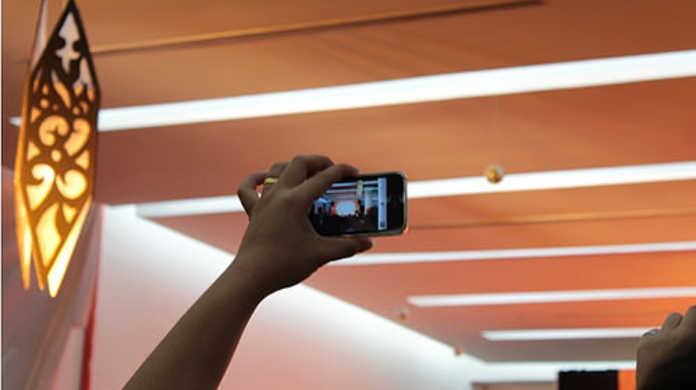 ワンセグが見れる!録画もできる!バッテリーもついてる!ロジテックのiPhone 4ケース「LDT-1Si41」