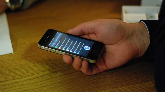 iPhone 4SのSiri先生は、スティーブ・ジョブズを知らない。
