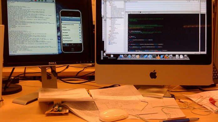 XcodeでiPhoneアプリの実機テストをする際にアプリが起動せずSIGABRTが出る時の対処方法。