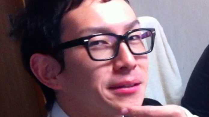 1000円コーデで有名な世界の @nori510 がブログを書いている様子をおさめた動画