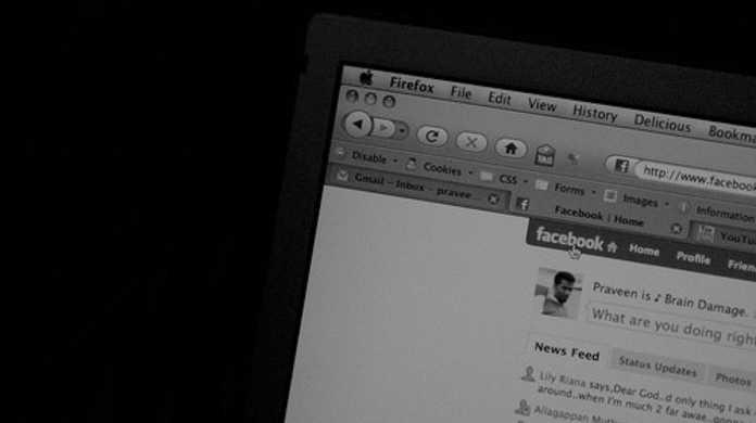 Facebookでウェブページをシェアする方法。