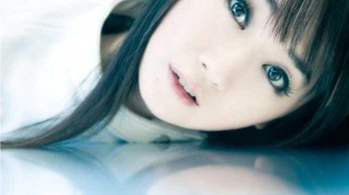 水樹奈々、2012年7月22日に新曲「BRIGHT STREAM」をひっさげてNHK「MUSIC JAPAN」に出演。
