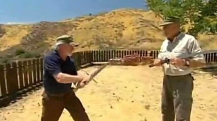 【動画】やっぱつええええ!!!西洋人による「日本刀 vs 西洋の剣」!