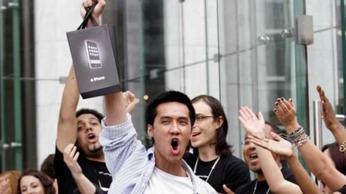 歴代のiPhoneの発売日を振り返ると金曜日の発売が多い。