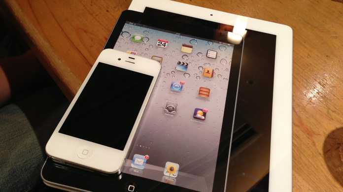 KDDI(au)、iPad mini販売へ。ソフトバンクを追随。