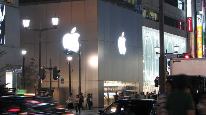 Apple Store 直営店、2012年11月2日午前8時よりiPad mini、iPad RetinaディスプレイモデルのWi-Fi版を発売。Wi-Fi + Cellular版は11月下旬。