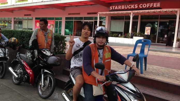 タイ名物バイクタクシーにのってきたよ!バイクタクシーからみるバンコクの風景はこんな感じ。 #ブログ観光大使