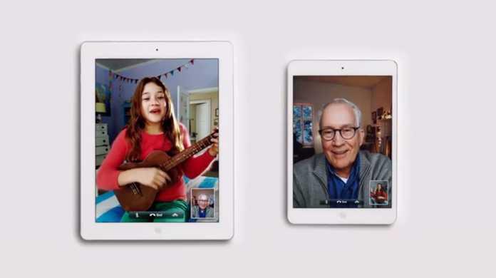 Facetimeを使って孫がおじいちゃんにクリスマスソングを披露するiPad miniのCM「I'll Be Home」