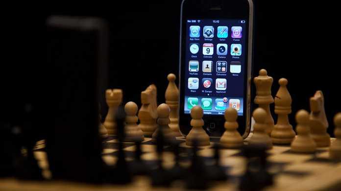 日本のスマホの販売シェアはiPhoneが49.2%、Androidが45.8%