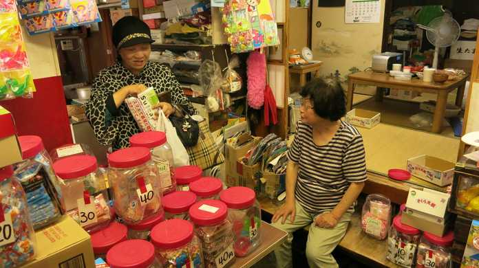 東京に駄菓子屋はまだ残ってた!こち亀に出てきそうな情緒あふれる店内が嬉しい「木村屋」(東京・千駄木)