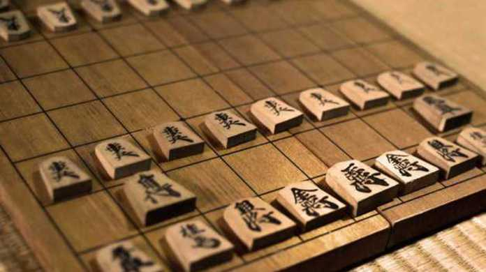なぜ将棋の駒のカタチは五角形なのか?