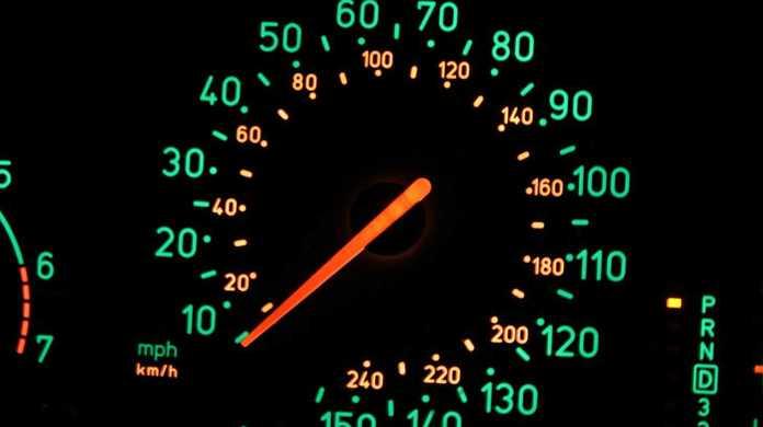 ソフトバンクのiPhoneが通信速度が遅くなった時にデータ通信量が限界を超えていないか確認する手順。