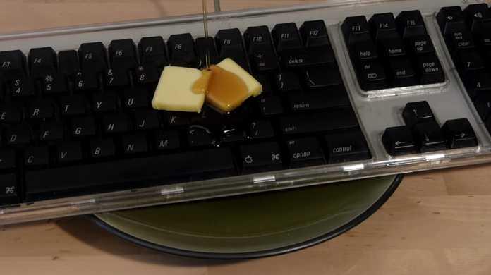 世界一美味そうなキーボード「The Keyboard Waffle Iron」