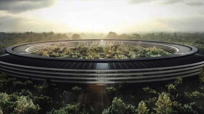 ドローンが映し出す、Appleが建設中の新本社。